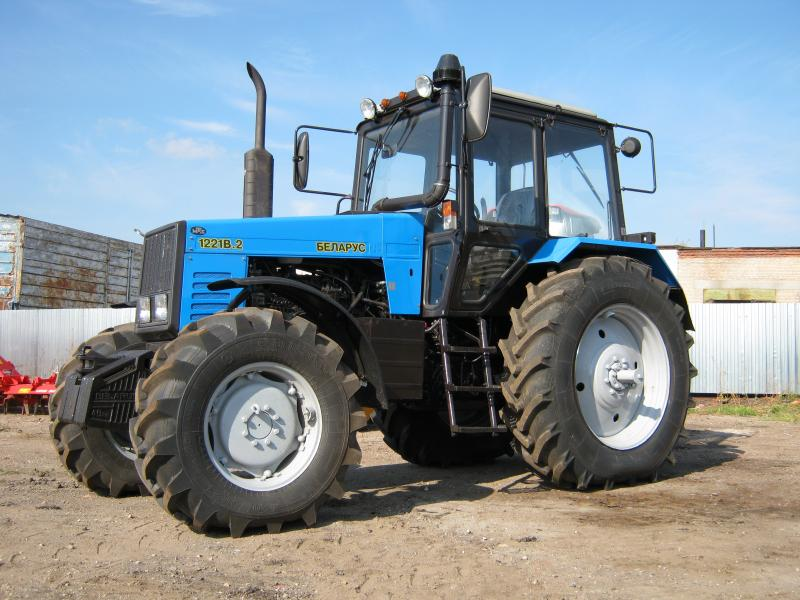 traktor-mtz-1221
