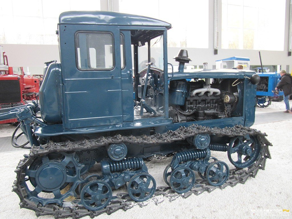 pahotnij_traktor_t-74
